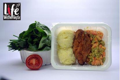 Picture of Devolay z szynką i serem z puree z ziemniaków i marchewką gotowaną